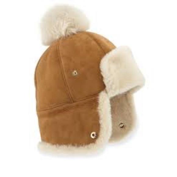 4346b0156 Ugg sheepskin Pom Hat NWT